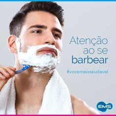 Manter a pele lisinha pode ser um grande desafio para os homens. Embora, fazer a barba faça parte da rotina deles, muitos cometem pequenos erros que podem favorecer irritações, pelos encravados, foliculites e até mesmo cortes. Por isso, é importante tomar alguns cuidados, como se barbear após o banho ou lavar o rosto com água morna e sabão. Além disso, não estique a pele durante o processo e prefira fazer movimentos curtos. Se barbear no sentido do pelo e usar uma lamina nova também ajuda…