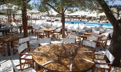Hotels in Saint Tropez Gulf St Tropez France, Places To Travel, Places To Visit, Nikki Beach, Restaurant Lounge, Glamour, Seaside Towns, Saint Tropez, French Riviera