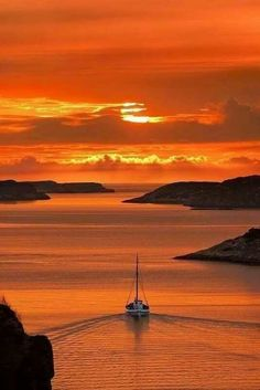 off into the sunset; /everlasting-most-beautiful-sunset-pictures Beautiful Sunset Pictures, Beautiful Sunrise, Sunset Pics, Beautiful World, Beautiful Places, Amazing Places, Beautiful Norway, Simply Beautiful, Belle Photo