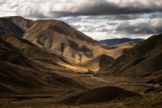 10 Most Scenic Roads in New Zealand - South Island - In A Faraway Land Nz South Island, New Zealand South Island, New Zealand North, Visit New Zealand, New Zealand Itinerary, New Zealand Travel, Driving In New Zealand, Lake Tekapo, New Zealand Landscape
