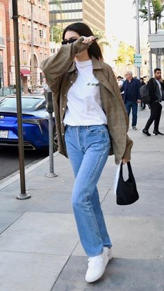 Kendall Jenner Outfits, Kendall Jenner Mode, Kylie Jenner, Air Force 1, Nike Air Force, Simple Street Style, Autumn Street Style, Basic Outfits, Simple Outfits