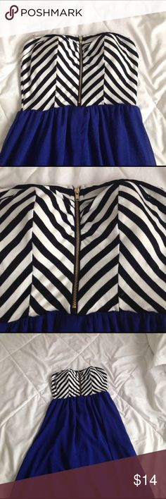 Strapless dress Beautiful navy blue strapless dress. It has a zipper in the front with a black and white line design. Dresses Strapless