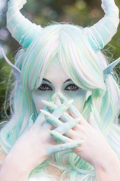 cerulas:  Pastel Dragon ♥ ♥ ♥  Great use of props, hair and makeup to create a fantasy otherworldly look.