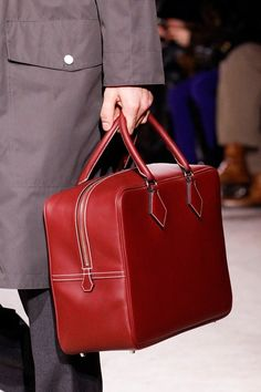 Hermès Fall 2014 Menswear Fashion Show Hermes Men, Hermes Bags, Fashion Bags, Fashion Show, Mens Fashion, Fashion Styles, Burberry Men, Gucci Men, Vogue Paris