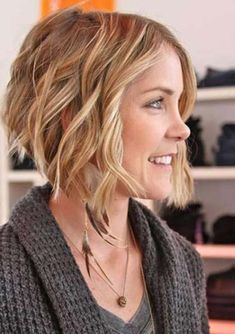Looking for best ideas of short to medium haircuts for year 2018? See here most sensational trends and combinations of short and medium haircuts to sport in 2018. These are impressive and stylish haircuts for ladies to make them look more gorgeous in 2018.