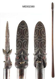 Taiaha (long fighting staff) } I think this would look cool for a Pacific Islander version of Princess Mononoke } lots of Princess Mononoke's stuff looks Pacific Islander stuff anyhow Polynesian People, Polynesian Art, Bronze Sculpture, Sculpture Art, Metal Sculptures, Abstract Sculpture, Papua Nova Guiné, Maori Words, Maori Symbols