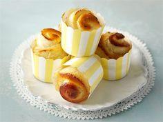 Kokeile rahkapullien sijaan sitruunatuorejuustolla maustettuja vuokapullia. Panna Cotta, Cheesecake, Pudding, Ethnic Recipes, Desserts, Food, Cheesecake Cake, Flan, Postres