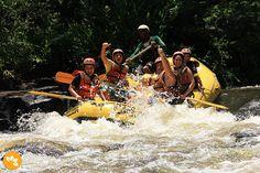 """""""Rafting"""" em um roteiro turístico de aventura e naturalismo em Brotas, no estado de São Paulo, Região Sudeste do Brasil."""