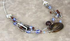 Appliquez les techniques de bases pour réaliser ce bijou tendance. Utilisez une nouvelle pince permettant l'installation de perles à écraser en une seule étape facile. #Filcable #Bijou #Bijoux #Creation #Perle #Bille #Beads #Jewelry #Jewel #Necklace #Handmade #Craft #TigerTail #DIY #Create #Workshop Cliquez pour voir les dates d'atelier disponible! Beaded Jewellery, Jewellery Making, Jewelry, Arts And Crafts, Diy Crafts, Beadwork, Dates, Creations, Bracelets