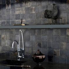 -Love our matte black kitchen with stainless steel countert. Black Backsplash, Kitchen Backsplash, Monochrome Interior, Industrial Style Kitchen, Cocinas Kitchen, Concrete Kitchen, Cabin Kitchens, Black Tiles, Studio Kitchen