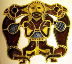 Details from a purse lid that was found in the grave of a rich Anglo-Saxon warrior at Sutton Hoo. Some people think the grave may have been King Raedwalds's, who died around Renaissance Jewelry, Viking Jewelry, Ancient Jewelry, Ancient Vikings, Ancient Aliens, Anglo Saxon Tattoo, Anglo Saxon History, European History, American History