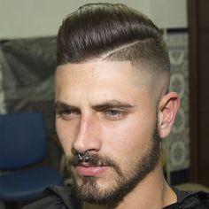 pompadour desconectado de laterales desvanecidos marcados con barba y linea marcada en crecimiento de remolino frontal