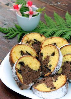 Chec pufos cu ciocolata Romanian Desserts, Romanian Food, Cake Recipes, Dessert Recipes, Loaf Cake, No Bake Desserts, Cake Cookies, I Foods, Coco