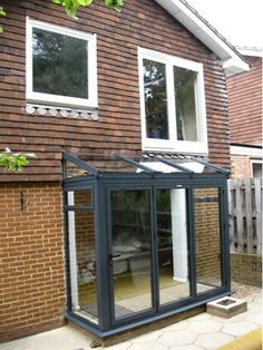 front of house with glass porch Screened In Porch Diy, Screened Porch Decorating, Screened Porch Designs, Deck Decorating, Extension Veranda, House Extension Design, Glass Extension, Porch Extension, Extension Ideas