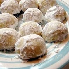 Italian Wedding Cookies - I absolutely LOVE these cookies, and can't want to try to make some for the holidays!