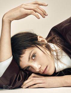 Phillipa Hemphrey 80s Look Pose for Styleby november 2015 Photoshoot