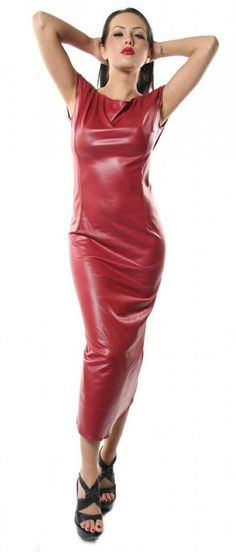 5 Dress Styles That Will Make You Look Thinner. While particular ladies wear products you see on the runway might look terrific on models, they might not look great on every woman. Red Leather Dress, Leather Dresses, Tight Dresses, Sexy Dresses, Fashion Dresses, Mode Latex, Sexy Rock, Hobble Skirt, Look Fashion
