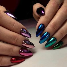 Metallic nail art designs provide the source of fashion. We all know now that metallic nails are shiny and fashionable and stylish. Silver metallic will enhance your overall appearance. These silver metallic nails are sure to be eye catching. Metallic Nails, Gradient Nails, Matte Nails, Gold Nails, Acrylic Nails, Glitter Nails, Glitter Art, Holographic Nails Acrylic, Galaxy Nails