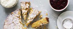 Sitruunainen ricotta-mantelikakku on jauhoton ja gluteeniton vaihtoehto. Mehevä kakku paranee jääkaapissa.  Tämäkin resepti vain n. 0,70€/annos*.