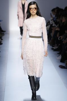 See the complete Ermanno Scervino Fall 2017 Ready-to-Wear collection.