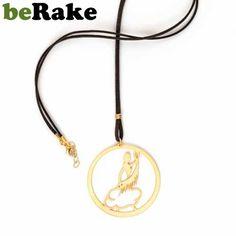 beole.berake.com - Vendo Colgante de 60 mm de diámetro en latón de 0,8 mm, con baño de oro mate y lacado. colección de bisutería be olé! by www.bravebull.com.....