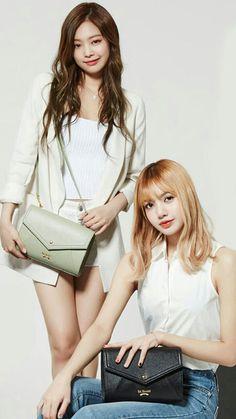 Jennie y lisa❤ Kim Jennie, Blackpink Lisa, South Korean Girls, Korean Girl Groups, Forever Young, Oppa Gangnam Style, Use E Abuse, Kim Jisoo, Blackpink Fashion