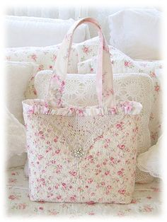 For this bag I used pretty pink quilted rosebuds, half a vintage crochet lace doily & a vintage rhinestone button. For this bag I used pretty pink quilted rosebuds, half a vintage crochet lace doily & a vintage rhinestone button. Shabby Chic, Shabby Vintage, Patchwork Bags, Quilted Bag, Vintage Crochet, Crochet Lace, Crochet Mandala, Crochet Afghans, Crochet Blankets