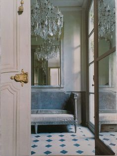A forgotten corner in the halls of Versailles