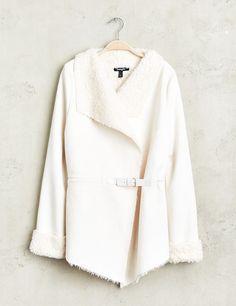 9b79a266ddd5 Veste manteau femme, écru, coupe jeté, esprit peau lainée retournée, col  châle