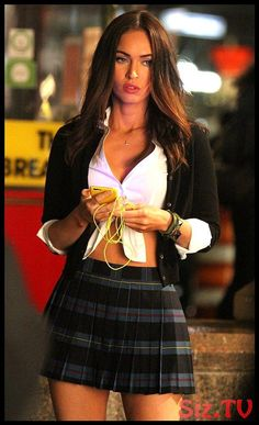 Megan Fox dressed as a high school girl again! - Outfit - Women in Uniform Megan Fox Dress, Megan Fox Sexy, Megan Fox Style, Megan Denise Fox, Megan Fox Outfits, Corpo Megan Fox, 2000s Fashion, Look Fashion, Fashion Beauty