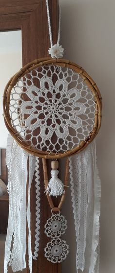 Doily Dream Catchers, Dream Catcher Decor, Crochet Squares, Crochet Doilies, Crochet Dreamcatcher, Doilies Crafts, Crochet Wall Hangings, Macrame Plant Hangers, Weaving Art