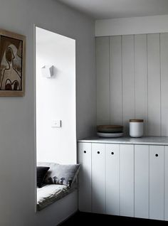 Kerferd Place by Whiting Architects Love the little window seat Tongue And Groove Walls, Turbulence Deco, Kitchen Cupboards, Kitchen Nook, Wooden Kitchen, Clean Cabinets, White Cupboards, Kitchen Paint, Kitchen Decor