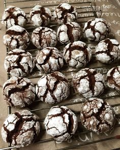 Chocolate Crinkle Cookies, Chocolate Crinkles, Lemon Curd Recipe, Stuffed Mushrooms, Muffin, Food Porn, Sweets, Foods, Vegetables