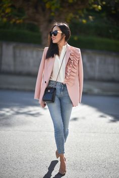 How to wear pink blazer blushes 47 ideas Rosa Blazer Outfits, Blazer Outfits For Women, Blazers For Women, Girl Outfits, Women Blazer, Teen Fashion Outfits, Blazer Rose, Look Blazer, Red Converse Outfit
