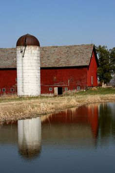Astounding 60+ Fantastic Red Barn Building Ideas For Inspire You http://decorathing.com/architecture/60-fantastic-red-barn-building-ideas-for-inspire-you/