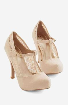 Vintage Shoes Gander at Glamour Heel in Ivory. Take one lovely look at these ivory heels and youre sure to fall in love! Pretty Shoes, Beautiful Shoes, Cute Shoes, Me Too Shoes, Dream Shoes, Crazy Shoes, T Strap Heels, Shoes Heels, High Heels
