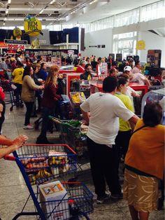 Mercado em dia de jogo...rs...legal é ver muitas amarelinhas perdidas no mar de gente...#vaibrasil