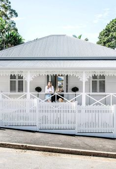 This Queensland worker's cottage received a contemporary all-white renovation.