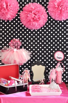 glam Barbie party: accessories station