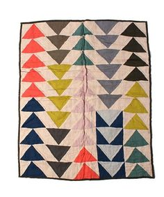 JESSICA OGDEN × fennica / Triangle quilt I know these are flying geese blocks but I like to make them with HST Plaid Patchwork, Motifs Textiles, Flying Geese Quilt, Quilt Modernen, Quilting Designs, Quilt Blocks, Fiber Art, Making Ideas, Quilt Patterns
