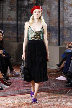 Défilé Gucci croisière 2016, jupe longue et berêt