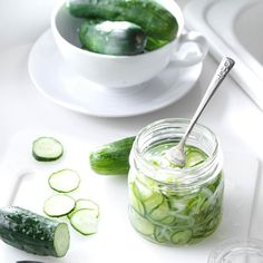 Freezer Cucumber Pickles Recipe: When I first started to make these crunchy and satisfying pickles, I wasn't sure if freezing cucumbers would actually work. To my surprise, they come out perfect! Freezing Cucumbers, Pickling Cucumbers, Cucumber Recipes, Vegetable Recipes, Cucumber Appetizers, Detox Recipes, Vegetable Dishes, Homemade Pickles, Pickles Recipe