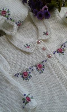 """Mail - mozinha etche - Outlook \""Hand embroidery takes this simple knit cardigan from plain vanilla to spectacular."", ""Hand embroidery makes such Knitting For Kids, Baby Knitting Patterns, Knitting Designs, Baby Patterns, Free Knitting, Cardigan Bebe, Baby Cardigan, Crochet Cardigan, Knit Crochet"