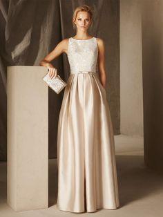La falda voluminosa en mikado y el elegante cuerpo en encaje aportan un estilo único a este vestido de fiesta BRITANY. Con escote redondo y lazo a la cintura.
