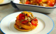 Petisco que vale por uma refeição! Panqueca com ratatouille e molho de anchovas da Rachel Khoo.