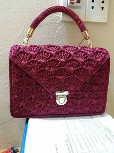 Ideas For Crochet Bag Pattern Free Zipper Pouch Crochet Wallet, Crochet Pillow, Crochet Gifts, Diy Crochet, Mode Crochet, Crochet Shell Stitch, Crochet Handbags, Crochet Purses, Crochet Bags