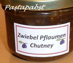 Zwiebel-Pflaumen-Chutney The perfect onion-plum-chutney-recipe with picture and simple step-by-step-instructions: The onions peel and dice, the plums / … Barbecue Sauce Recipes, Chutney Recipes, Bbq Sauces, Healthy Eating Tips, Healthy Cooking, Healthy Nutrition, Chutneys, Plum Vodka, Plum Chutney
