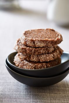 These chocolate earl grey cookies are good-really good, man. Think of it like a fancy Oreo cookie, sans the cream filling, The perfect cookie for tea time. Best Cookie Recipes, Vegan Dessert Recipes, Delicious Desserts, Yummy Food, Tea Cakes, Shortbread, Biscotti, Macarons, Earl Grey Cookies