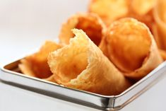 Krumkaker Cake Recipes, Snack Recipes, Norwegian Food, Holiday Dinner, Goodies, Chips, Baking, Christmas, Xmas