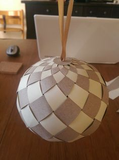 Christmas Balls, Christmas Art, All Things Christmas, Simple Christmas, Wooden Christmas Crafts, Handmade Christmas Decorations, Christmas Centerpieces, Diy Paper, Paper Crafting